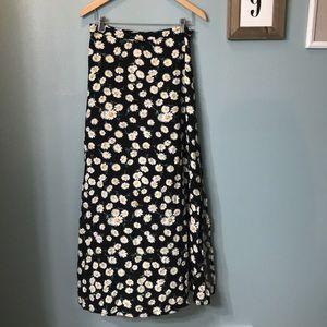 Forever 21 boho daisy maxi skirt size Medium